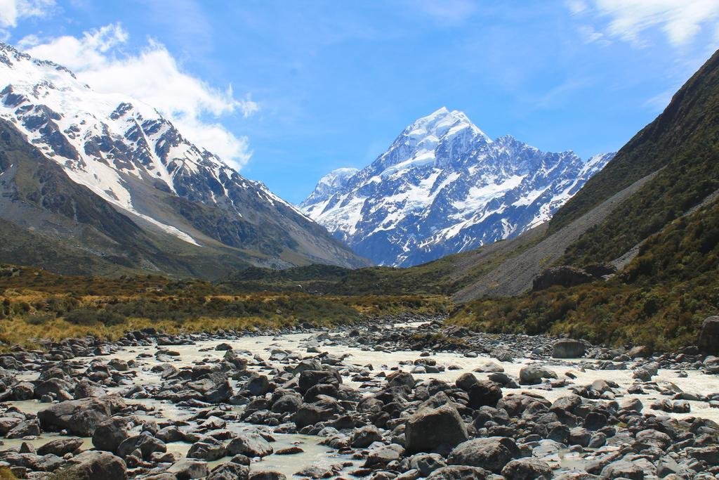 Mount Cook, New Zealand - [OC] [4272x2848] via /r/EarthPorn https://t.co/kZwcIShaYo https://t.co/VZLcE5Cbui