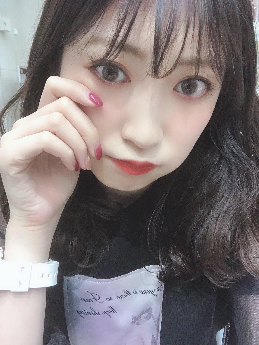 【悲報】女子力おばけこと吉田朱里さんが当日券での握手会参加を呼びかけ