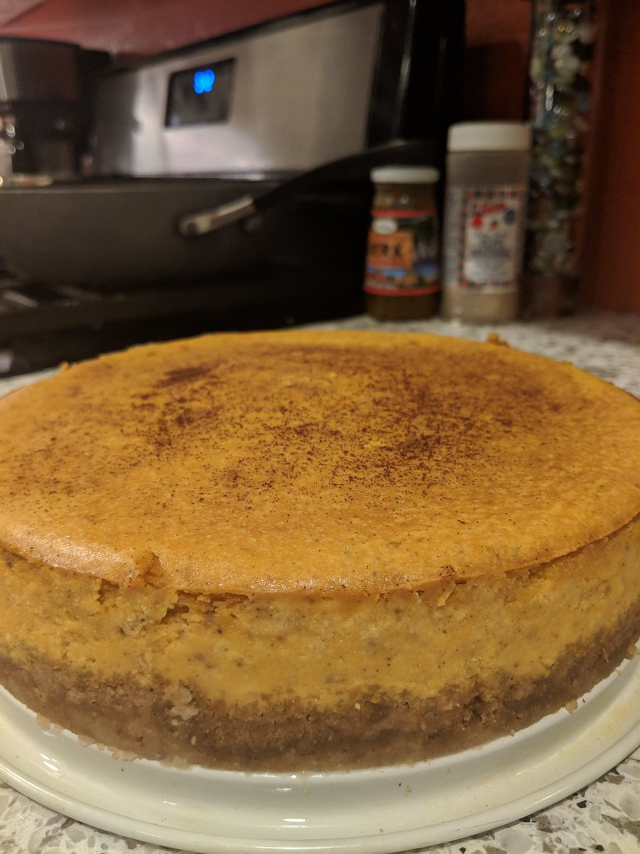 All done #thanksgiving #cheesecake  #dessert https://t.co/tVvCf5Wj74