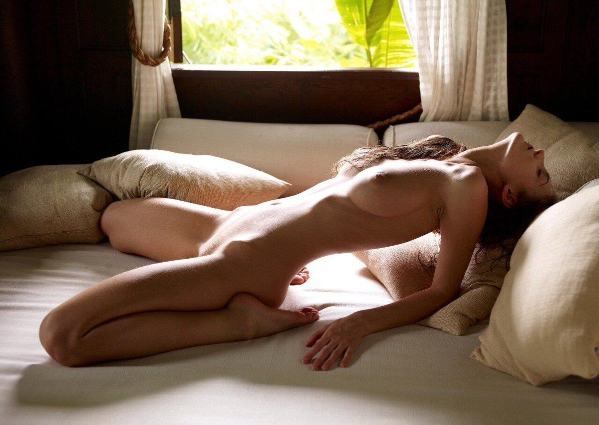 Girl masterbats bed post, girls fuck bedpost porn vids