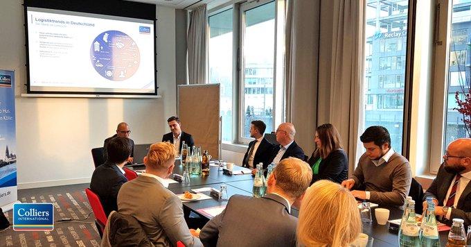 Logistik zum Frühstück<br><br>Beim Business-Frühstück in Köln haben unsere Industrie- und Logistikexperten mit ihren Gästen die aktuellen Marktzahlen und Trends diskutiert. <br><br>Logistikfläche im Raum Köln gesucht?  t.co/G9kis8r5tf