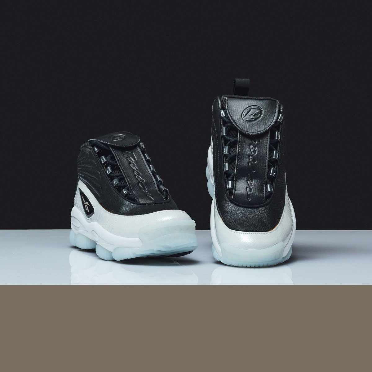 26e99f018add17  newarrival Reebok Iverson Legacy - Black White Reebok Red Brass SHOP now    http   bit.ly 2AemYf1 pic.twitter.com Tw7LpIBVEf