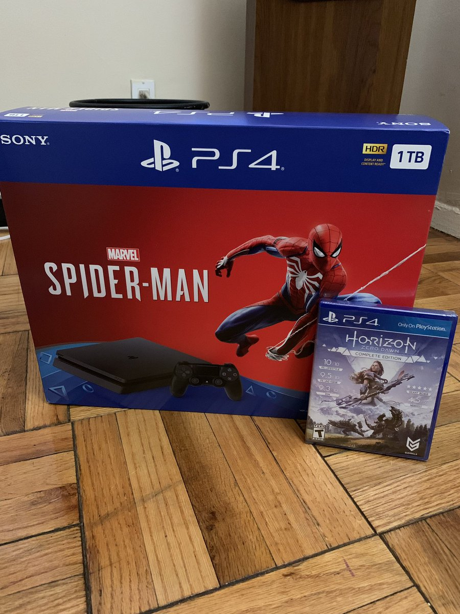#Friday: Black Friday Deals — Thanks to my sis @lillam00 for the birthday/Xmas present. Been wanting to get back into Playstation — #spiderman #horizondawn #playstation #ps4 #videogames #casualgamer