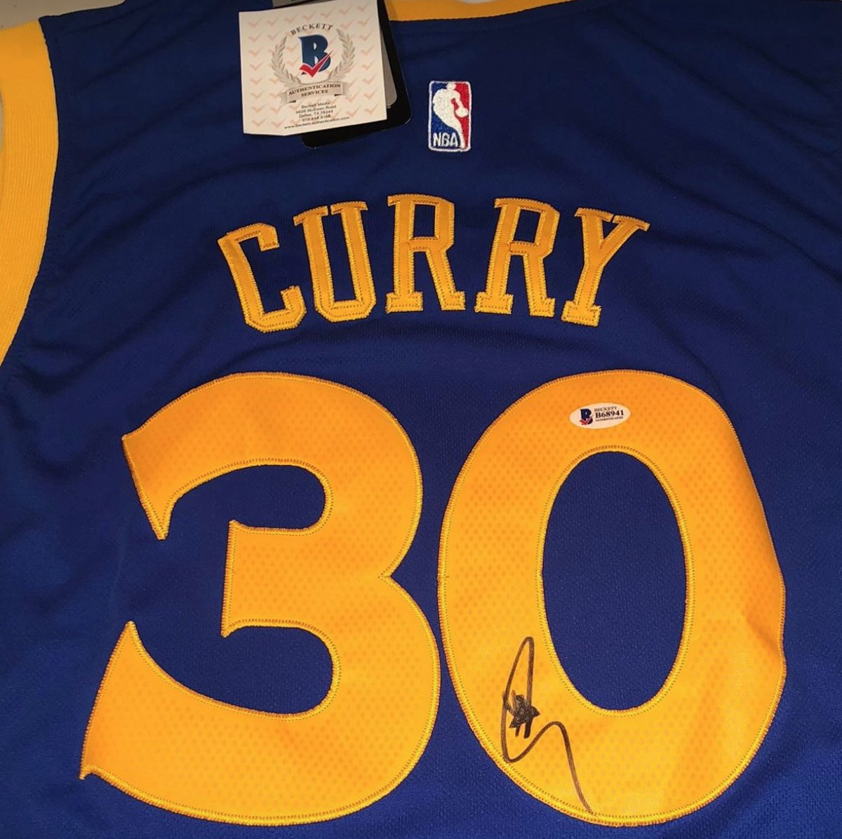 ... NBA contest to win a signed Steph Curry jersey! Enter here  https    drafters.com tournament nba toUROKeyYj1 …  DFS  giveaway pic.twitter.com aoe2eWczm5 c598fd9eb