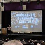 Kiitos kirjailija Juha Hurme ja Jyväskylän yliopiston sosiologian proffa Terhi-Anna Wilska. Harvoin seminaaripaneeleissa päästään näin syvälle. 2,5 tuntia ilmastonmuutoksesta, kulutuskulttuurin muutoksesta ja evoluutiosta. Varsinkin Juha Hurme oli mahtava. @Tamperekaupunki