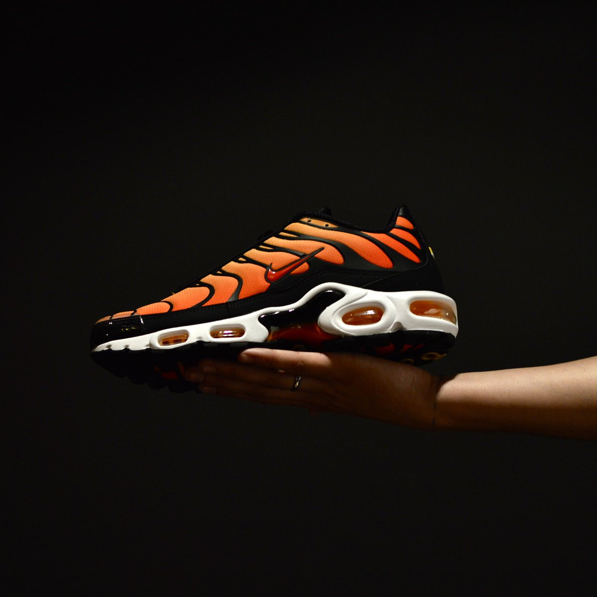 best website cdfc5 4a2db Nike Air Max Plus OG Tiger . LIVE AT 9.00AM . TN : Tweet ...