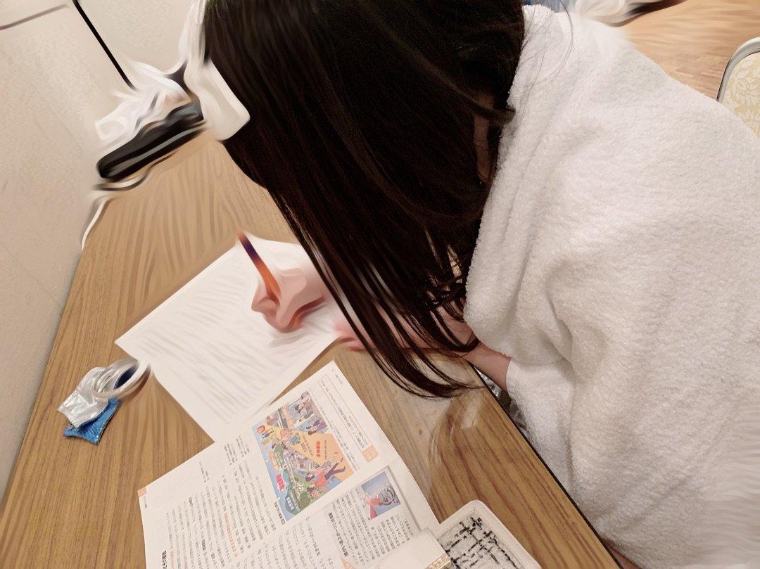 【10期11期 Blog】 頑張ってるよ!?佐藤優樹chan: 昨日大阪の公演のラストにちんが宿題頑張るっていってたんですけどがんばってるょばぁ~い  #morningmusume18