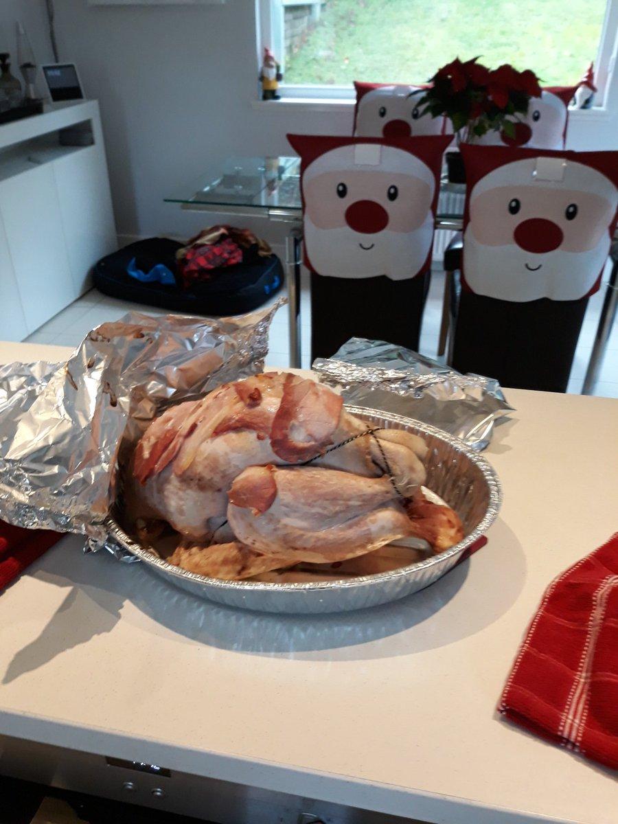 Yes I am cooking a full Christmas dinner!!! #festive #SANTA https://t.co/dKW8RP8wmS