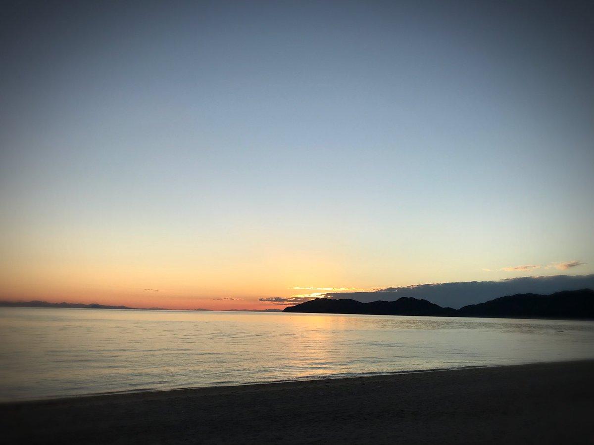 今日は虹ヶ浜で たそがれてました  浜を見てると 映画のプライベートライアンを 思いだすのは自分だけだろうか https://t.co/N4spV7mECy