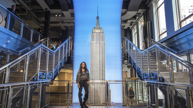 Excited to light the @EmpireStateBldg Blue with @AmericanExpress for #SmallBizSat! Make sure you get out and #ShopSmall today to support the small business owners (like me!) that help our communities thrive #AmexAmbassador #AmexLife