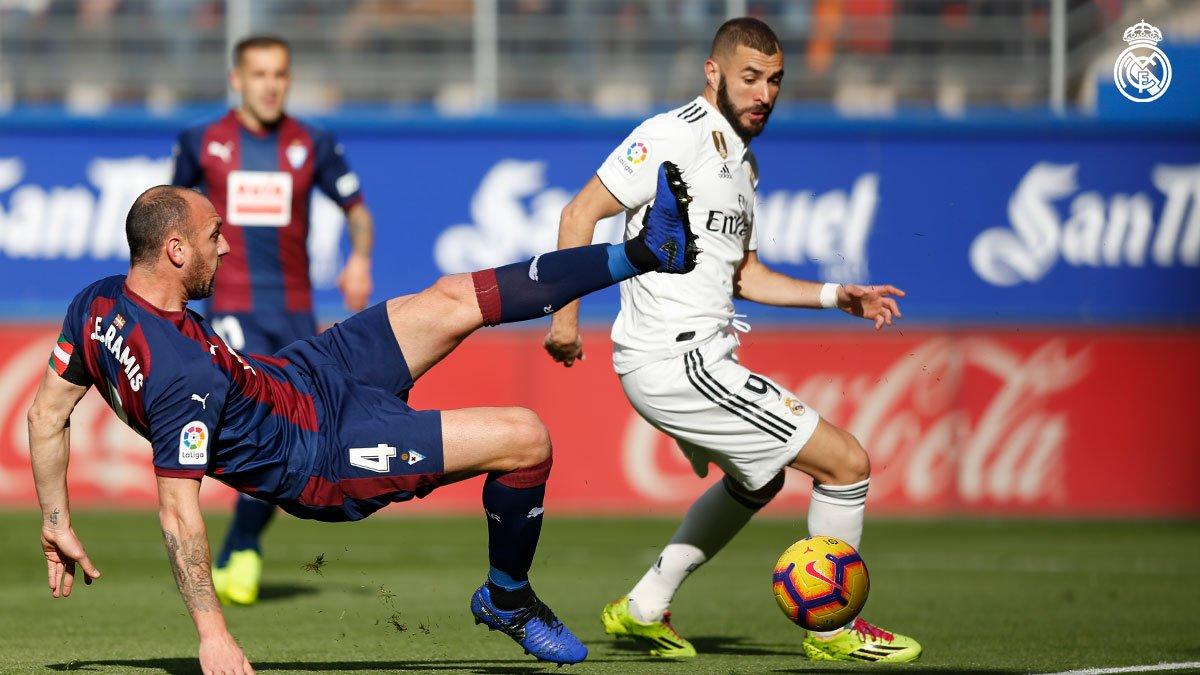 DsxNdrxX4AAC01s - Buts Eibar 3-0 Real Madrid / Résumé vidéo