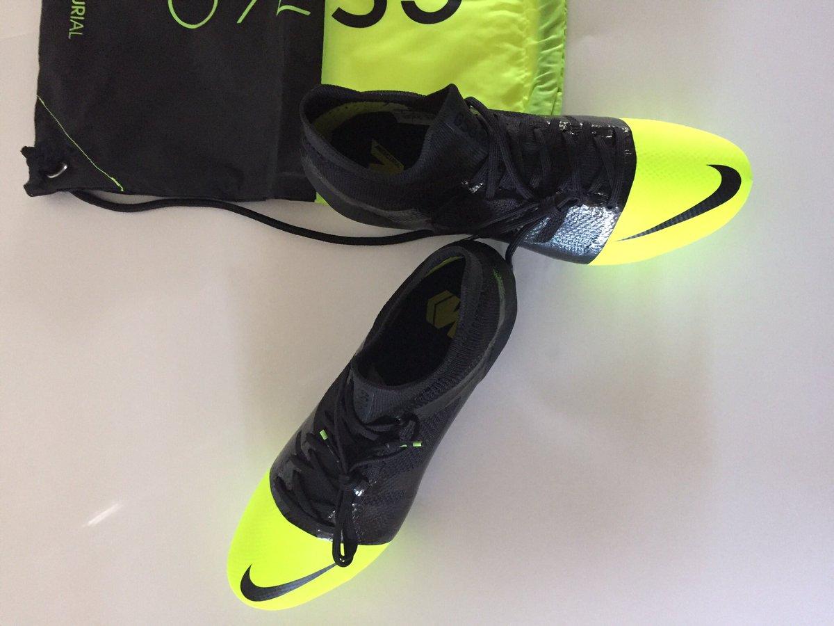 quality design e84e0 64a8e https   www.soccerpro.com product nike-mercurial-greenspeed-360-fg-black- metallic-silver-volt  …pic.twitter.com 7CNzWvXJTB