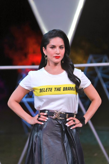 2 pic. Sometimes you have to let your Clothes do the talking 😉  #SunnyLeone #mtvsplitsvilla #SplitsvillaXI
