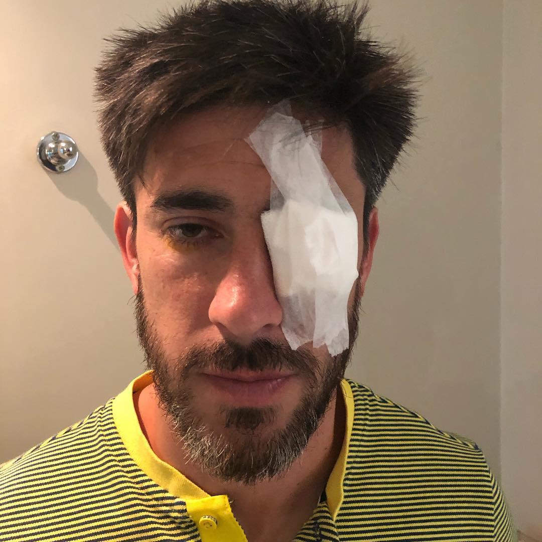 Pablo Pérez después de ser revisado por el médico