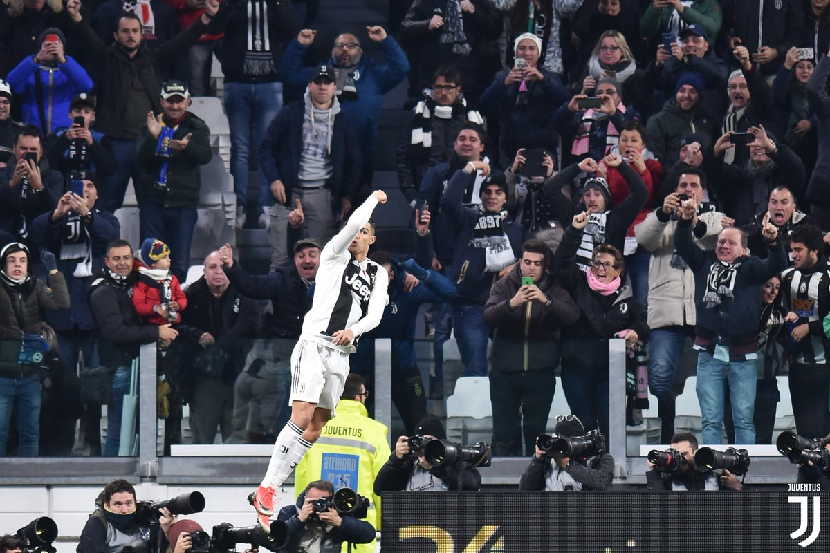 🔥 @Cristiano became the fastest player in Juventus history to reach 10 goals in all competitions, after 16 appearances 👏👏👏   #JuveSPAL #CR7JUVE