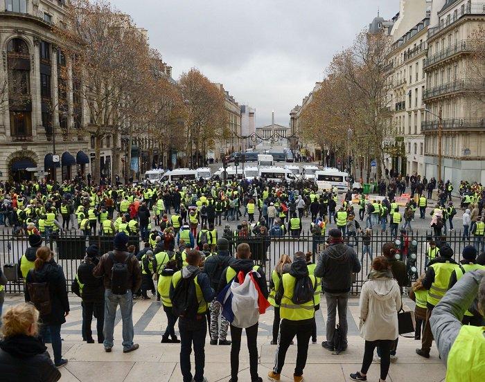 """[EN DIRECT] """"Gilets jaunes"""" : un syndicat de police évoque 750 000 manifestants >> https://t.co/E87qkHEHlY"""
