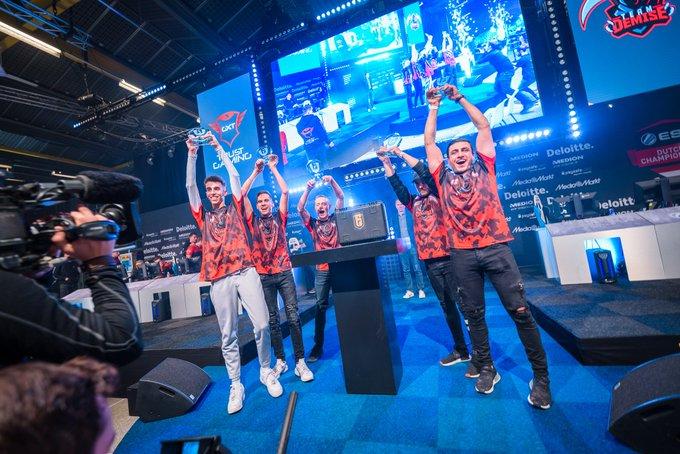 Team Demise lifting the ESL Benelux Season 2 trophy via @Rainbow6Benelux