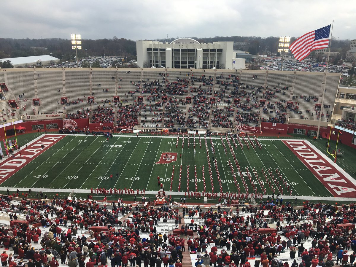 Oui, oui, c était l affluence pour le match de rivalry week contre Purdue à  Indiana… dd839fa69f8