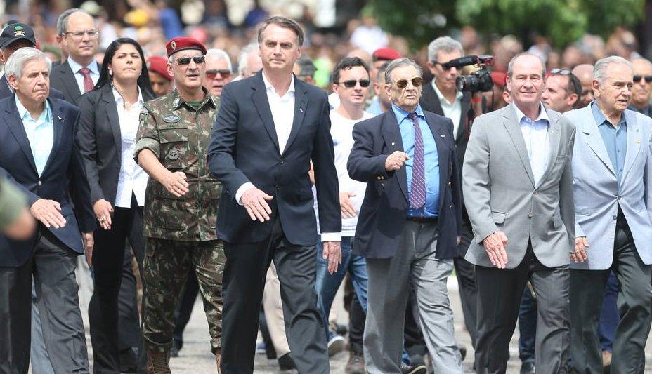 d8bdf4db35   EstadaoPolitica Bolsonaro diz que filho Carlos terá espaço no governo  se  assim desejar
