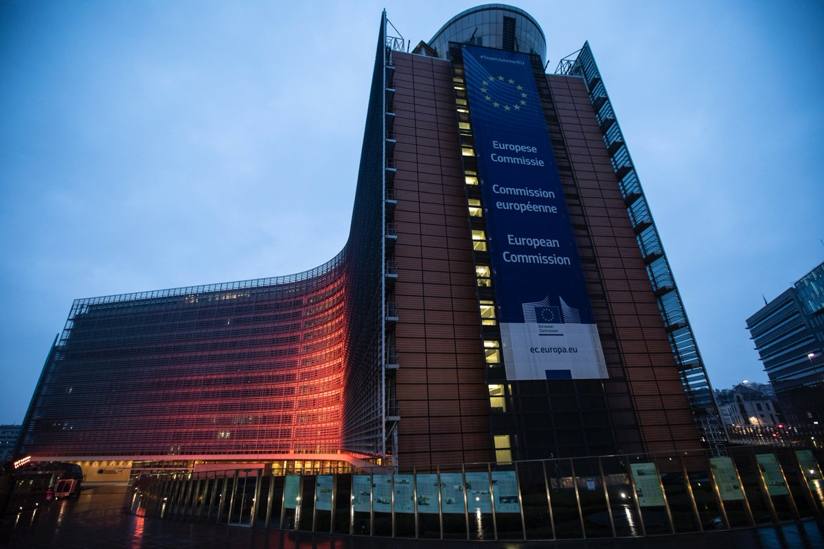 This evening the 🇪🇺 HQ in Brussels is lit up orange for tomorrow's International Day for the Elimination of Violence against Women. Say no! Stop violence against women 🚫  #SayNoStopVAW → https://ec.europa.eu/justice/saynostopvaw/index.html …