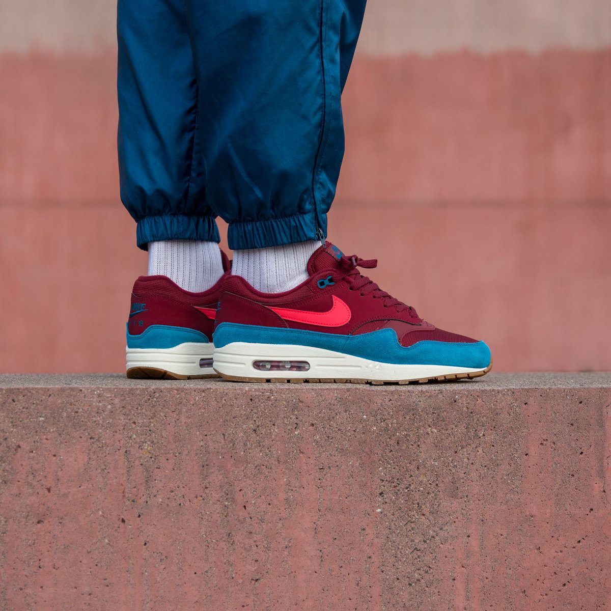 air max 1 red orbit green abyss