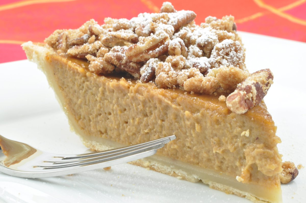 Apple Butter Pie w/Cookie Crust: Creamy alternative to traditional pumpkin pie https://t.co/zyazG5w6NI #thanksgiving https://t.co/fUUuXzqHSq