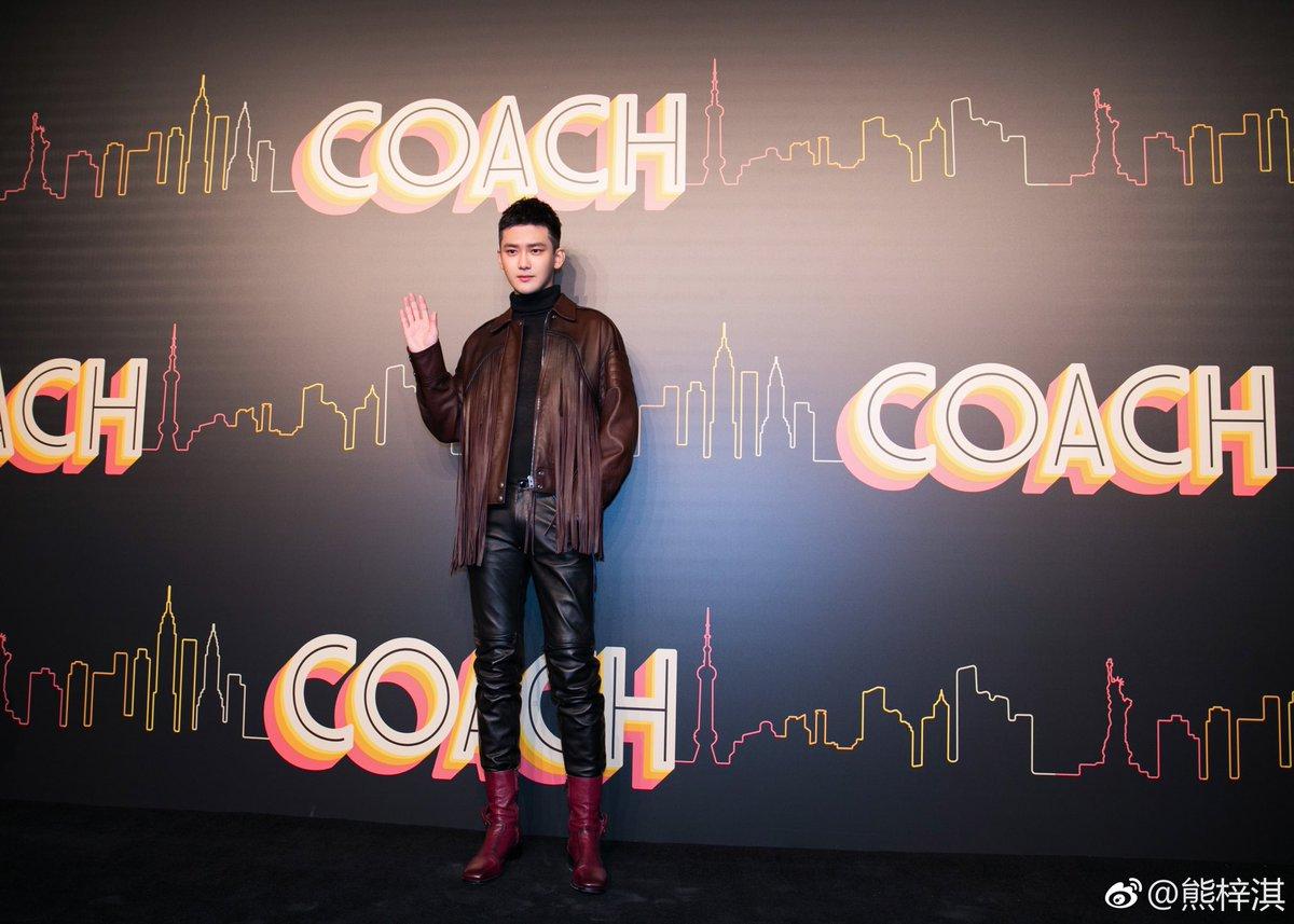 [181209] SpeXial-Dylan Weibo Update  แปล : #Coach点亮魔都 ขอบคุณครับที่เชิญเป็นส่วนหนึ่งของงาน COACH 2019 early autumn series show, และได้สนุกกับแฟชั่นโมเดิร์นใหม่ๆของนิวยอร์ค @ Coach蔻驰  #SpeXial #Dylan #ดีแลน #熊梓淇 #จื่อฉี #SpeXialThailand #1CM领誉 https://t.co/4riKwZKquU