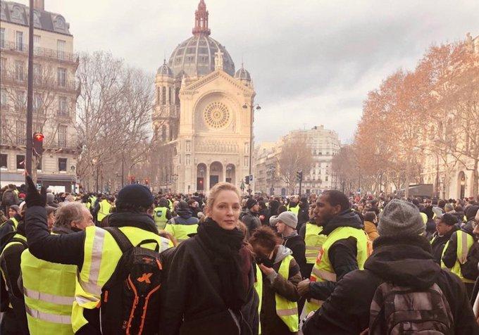Uma Thurman et Owen Wilson aperçus lors des manifestations des gilets jaunes à Paris Photo
