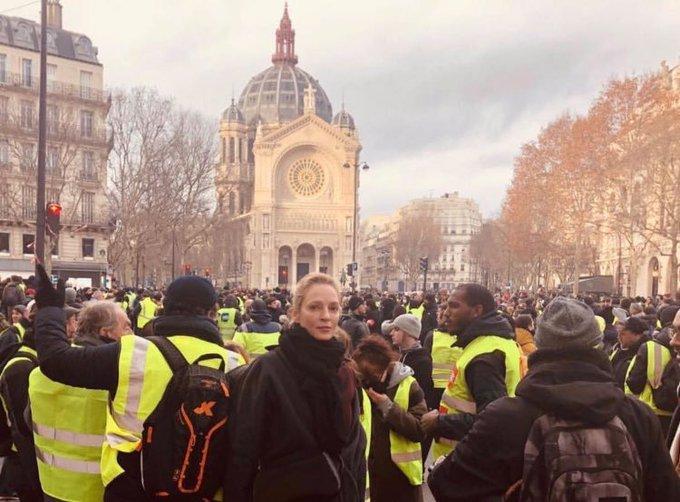 [FRANCIA] Algunas estrellas de Hollywood estuvieron presentes el sábado durante las protestas de los chalecos amarillos: Uma Thurman y Owen Wilson. Días antes, Pamela Anderson había entregado su apoyo a los chalecos amarillos @Cooperativa Photo