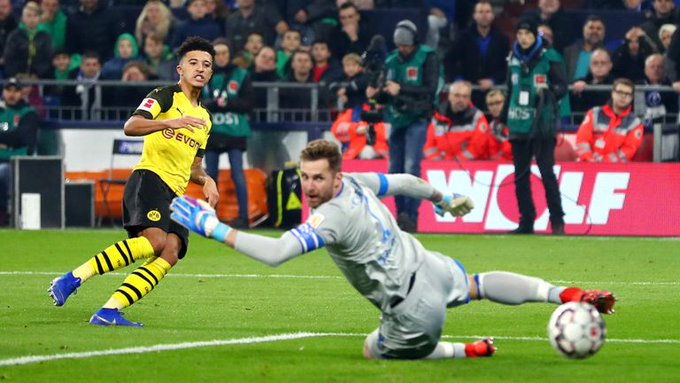 🇩🇪BUNDESLIGA ROUND-UP 🇩🇪 Jadon Sancho fired Borussia Dortmund nine points clear at the top of the Bundesliga on Saturday with a late winner in a 2-1 derby triumph at Schalke. Photo