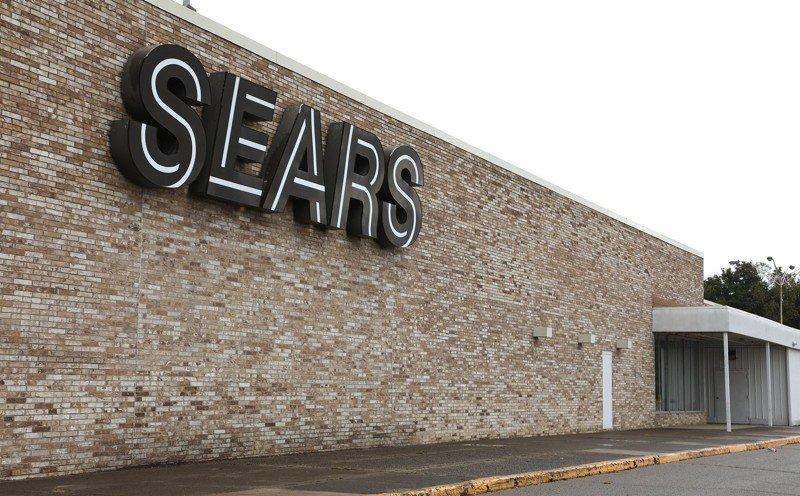 Sears Chairman and former CEO Eddie Lampert submits bid on company - Springfield News Sun  http:// dlvr.it/QtBvTt  &nbsp;  <br>http://pic.twitter.com/Fhds1k8pvA