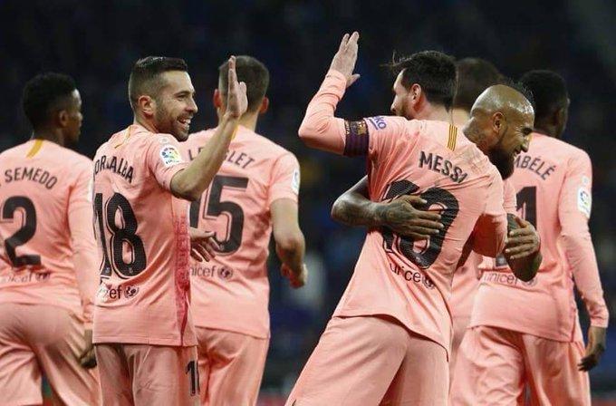 #Deportes ⚽ Messi destroza al Espanyol en el derbi y afianza al Barcelona como líder de la Liga de España► Photo