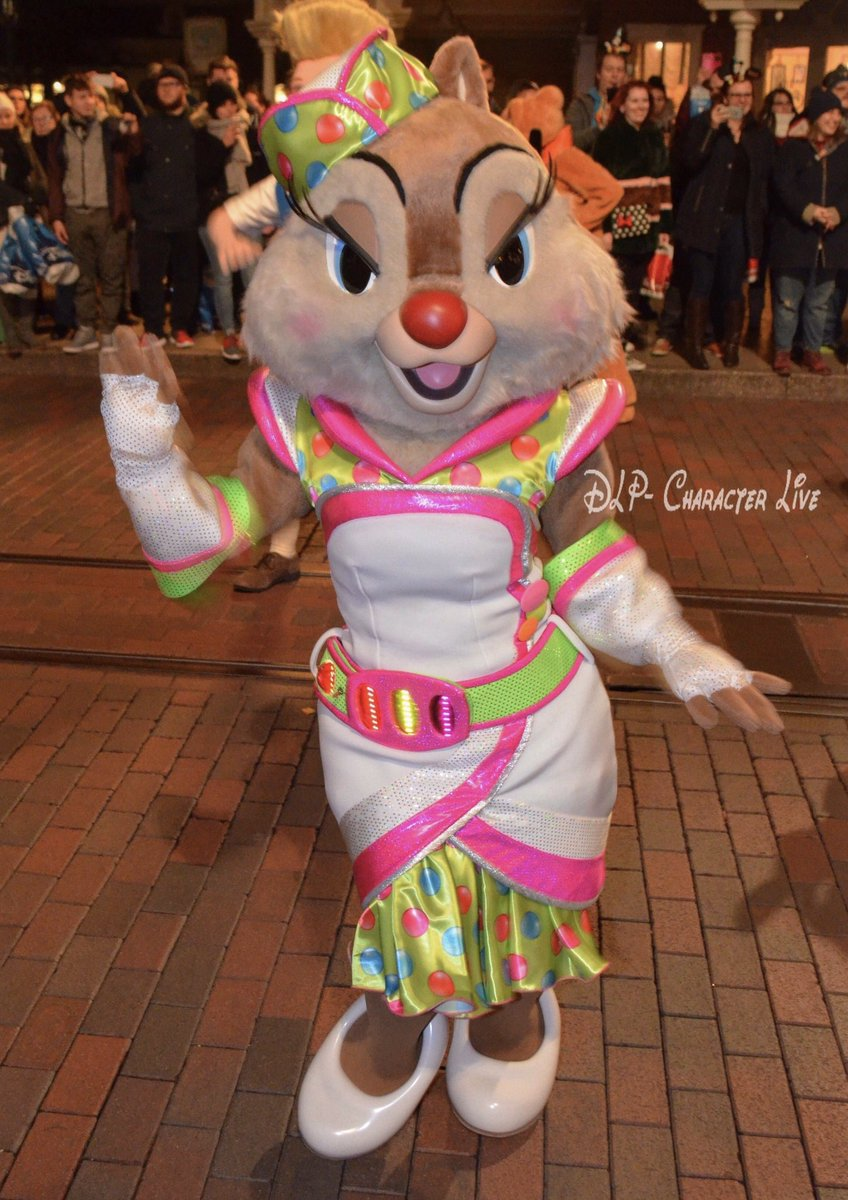 QUEEN!!!!! CLARICE!!!!😭😭😭 OMG she is so pretty with her space outfit from the 20th anniversary!!!!💚💖💚💖💚💖 #DLP #Disney #DisneylandParis #DisneyXmas #SoireePassAnnuel #Mickey90 #MouseParty