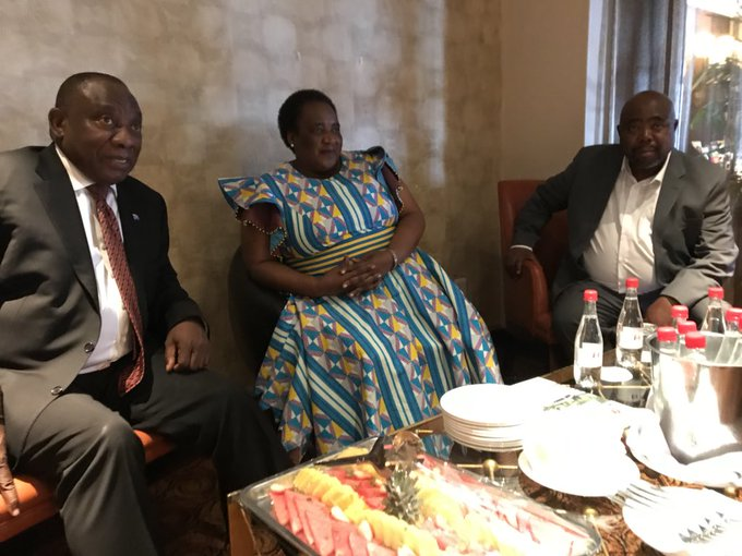President @CyrilRamaphosa has arrived in Kliptown, Soweto for the proclamation of the effective date of the #NationalMinimumWage. He is received by Labour Minister Oliphant, Public Works Minister Nxesi & NEDLAC Executive Director Mr Vilakazi Madodo. Photo
