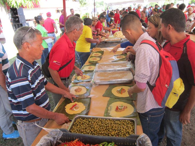 Estas son las líneas de producción con más sabor del eje costero. El ensamble realizado por las manos de hombres y mujeres revolucionari@s que celebran con amor la tradición que nos identifica como venezolanos y nos diferencia ante el mundo. #GMVVHito2Millones400Mil Photo