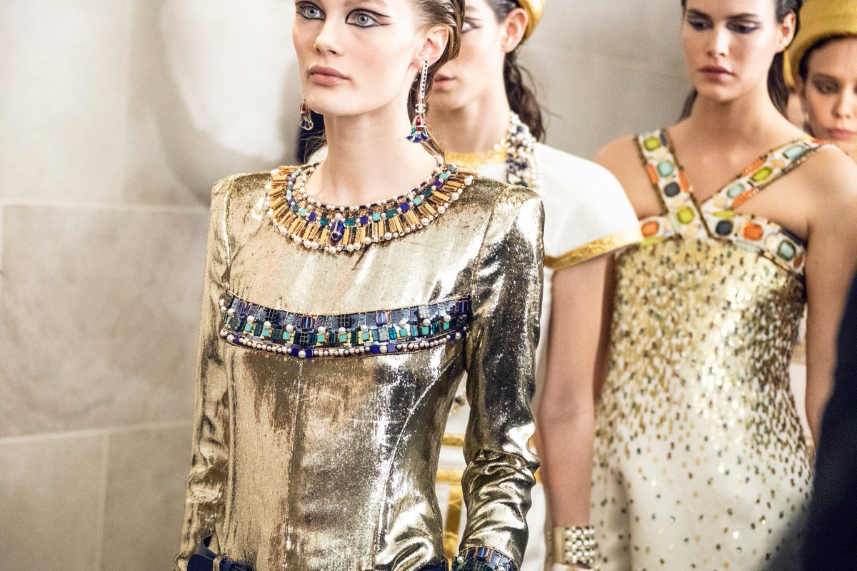 Gold, a symbol of Ancient Egypt, gleams throughout the Paris-New York collection, lending its radiance to the #CHANELMetiersdArt embroideries, tweeds, jewels and accessories. #CHANELinNYC All the looks on http://chanel.com/-T-RTW_MDA18-19