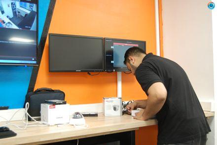 4a506949b8 ... nos techniciens mettent leur expertise à votre service. Rendez vous au  6 Rue de Senlis pour découvrir notre atelier.pic.twitter.com 3VN4GWrSD9