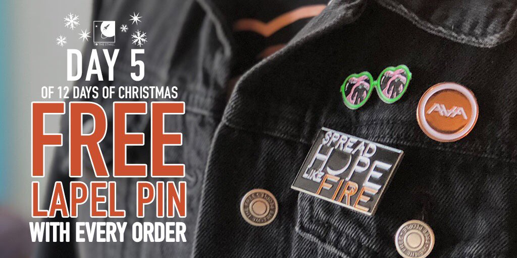 The #12daysofxmas continues and today is Day 5. That means you get a FREE LAPEL PIN with every order! (While supplies last, digital and pop-up items excluded) tothestars.media/collections/al…