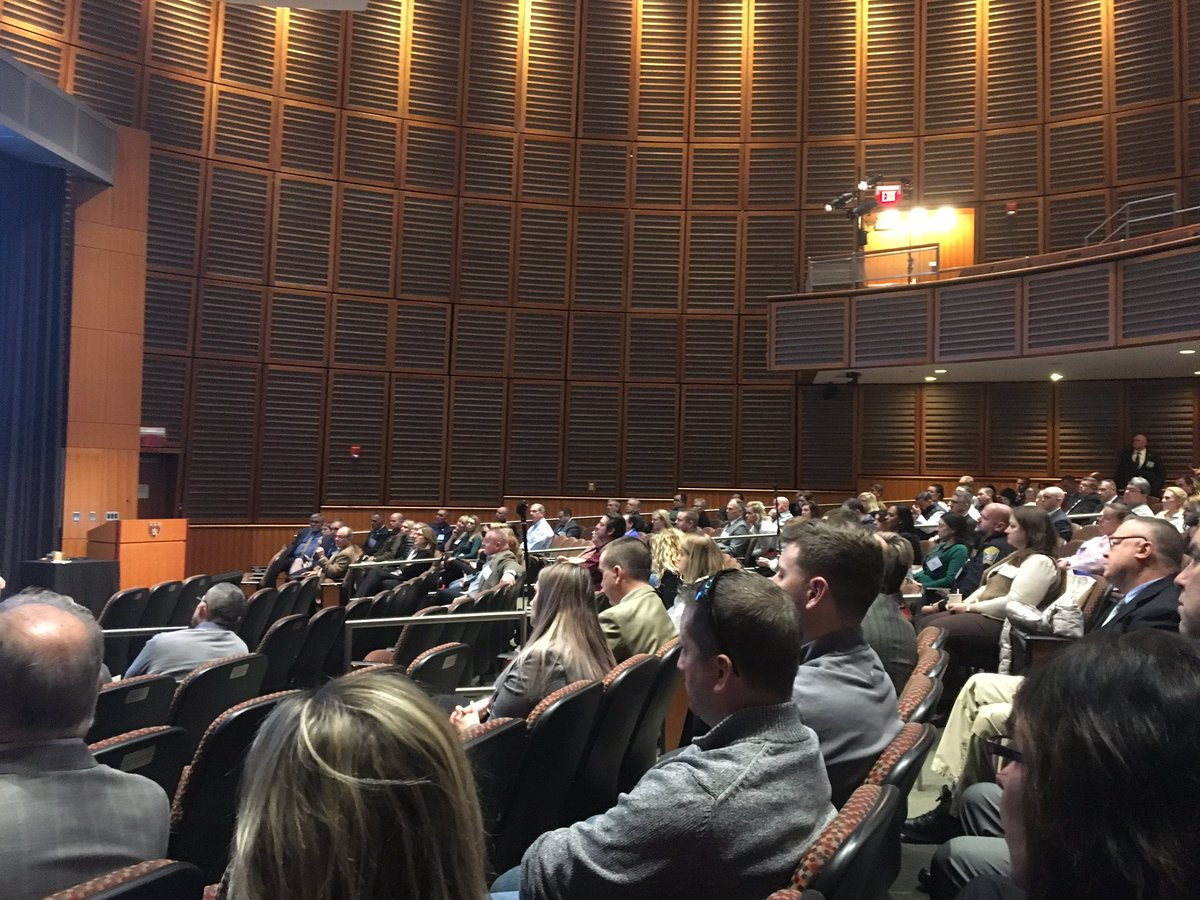 Day 2 of @PaariUSA National Summit brings more great discussion  &amp; presentations on strategies to combat the opioid epidemic through diversion &amp; treatment. Leaders in the field are at @harvardmed to train 400 police officers &amp; providers from 38 states &amp; Canada. #PAARISummit2018 <br>http://pic.twitter.com/aMY2h3sV2Q