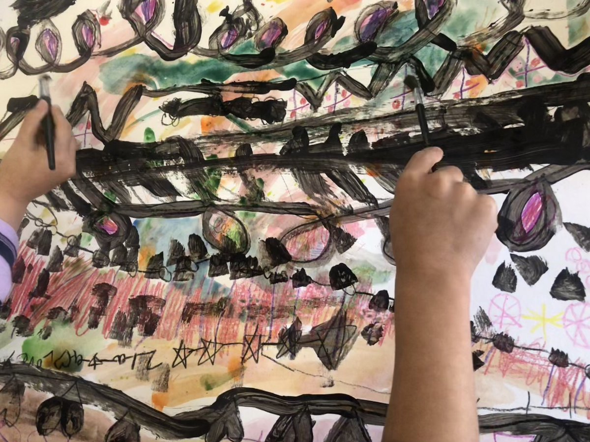 Kindergartens worked collaboratively on a mural while learning about different types of lines <a target='_blank' href='http://twitter.com/APS_ATS'>@APS_ATS</a> <a target='_blank' href='http://twitter.com/APSArts'>@APSArts</a> <a target='_blank' href='http://twitter.com/ATS_KTeam'>@ATS_KTeam</a> <a target='_blank' href='https://t.co/t4ZEqp1pY9'>https://t.co/t4ZEqp1pY9</a>