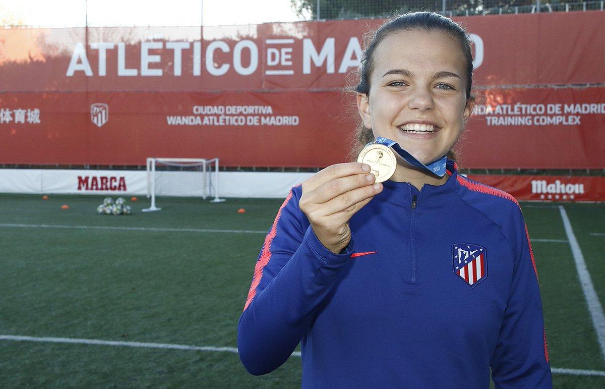🇪🇸🏆 Leire Peña hizo historia en el #U17WWC con la @SeFutbolFem. ¡La rojiblanca se convirtió en la primera jugadora de nuestro club en proclamarse campeona del mundo! 👏👏👏 ➡ https://bit.ly/2B06yHj #AúpaAtleti