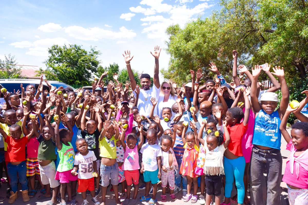 The joy of being blessed is to be a blessing to someone else...so humbled to be with my friends in Africa and beyond happy for the opportunity to service at African Children's Feeding Scheme, Pimville (Soweto) branch. Their energy and love was genuine and the feeling was mutual. https://t.co/f1fvuZRhFO