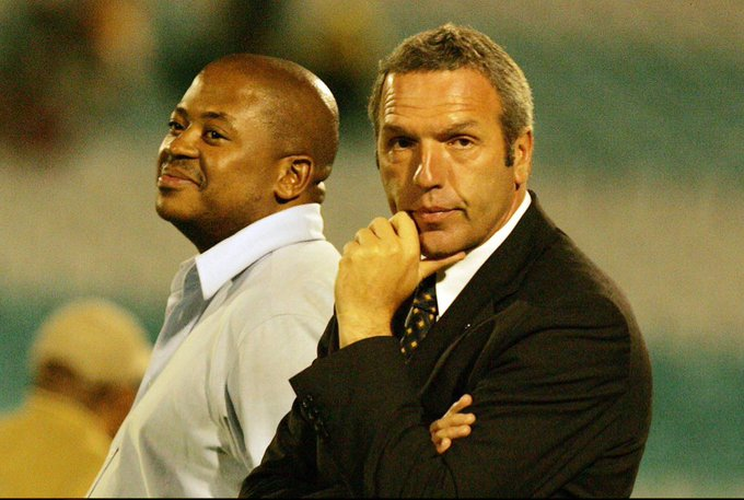 Reunited. 🤝 What do you remember about Ernst Middendorp's first stint in charge of Kaizer Chiefs? #SLChat Photo
