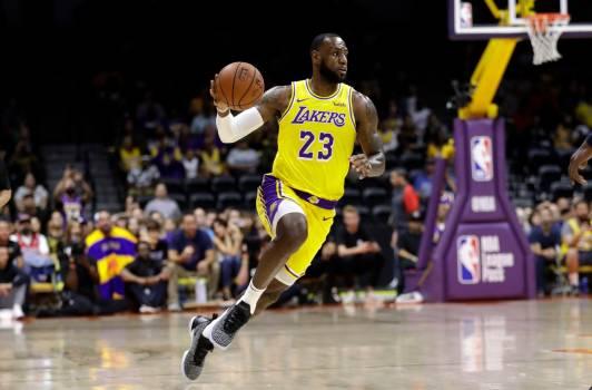 LeBron James aboga por Carmelo Anthony en los Lakers #por #Anthony #los https://t.co/EfnBgwyofc