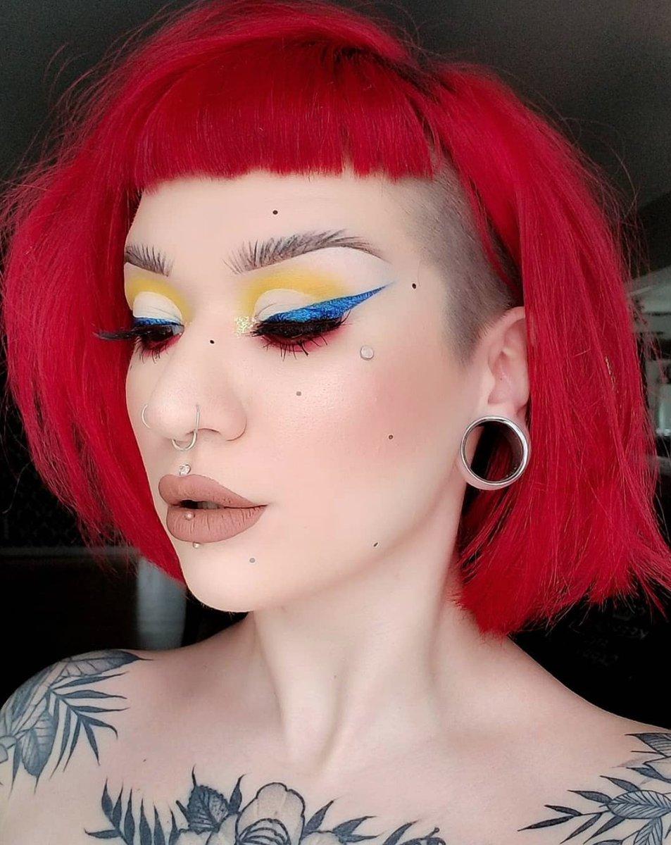 So iccyyyyy ❄️❄️! Loving Reverb Glimmer Veil as an eyeliner on @cierajewelmua 💙🙌🏽