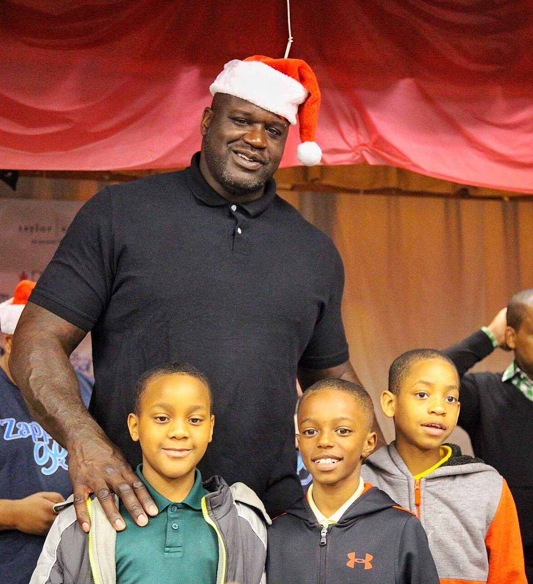 Another successful Shaq-A-Claus is in the books! 🎅 .@SHAQ spread some holiday cheer with the students and faculty of Kelley Lake Elementary School! 🎄