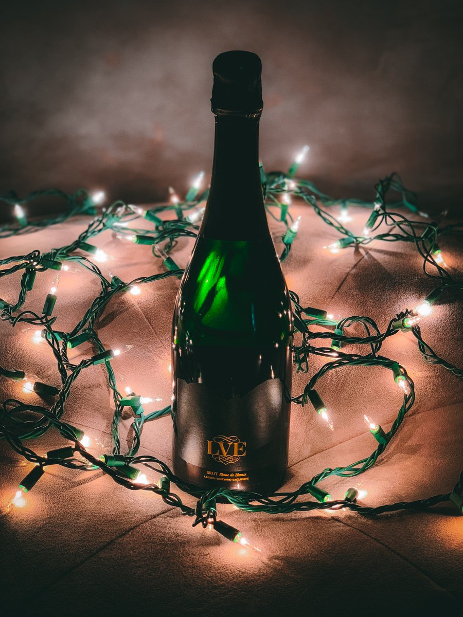 Merry Chrismahanukwanzakah! Our new sparkling wine makes the perfect gift for every holiday, and you can get yours on https://t.co/57WxdIUos2! https://t.co/jYZmesdZLX