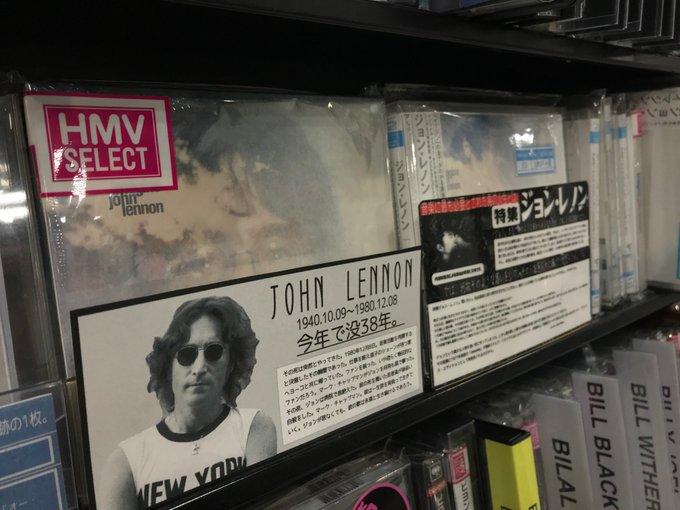"""【#JohnLennon】 本日12月8日はジョン・レノンの命日。38年。今日だけは毎年彼の音楽を聴いています🎸今、社会現象とも言える大ヒット映画『#ボヘミアン・ラプソディ』。QUEENがジョン・レノンに捧げた曲があります。「ホット・スペース」に収録のLife Is Real""""という曲です。(82年発表:フレディ作) Foto"""