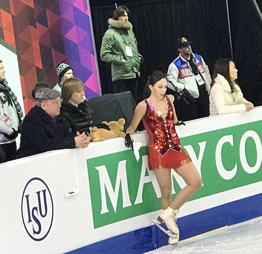 ISU Junior & Senior Grand Prix of Figure Skating Final. 6-9 Dec, Vancouver, BC /CAN  - Страница 16 Dt2NrKLUUAA0lUz