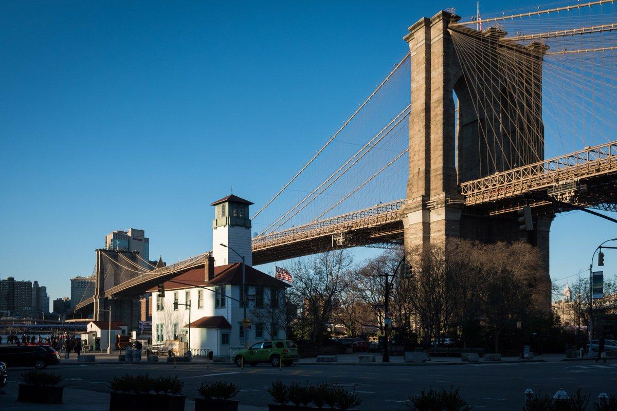 A winter's day in New York City. 😎 🧣 #WinterNYC #BrooklynBridge
